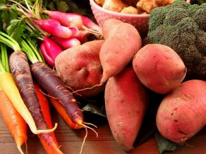 Why I LOVE My CSA: Fresh Roasted Carrots | Sustainable Living | Eating Seasonally | Seasonal Vegetables | Organic Produce | Community Supported Agriculture | Eating Local | Buying Local | Homestead | Homesteading